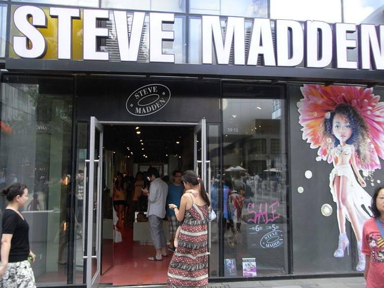 91b6c233 Tych sklepów we Wrocławiu jeszcze nie było. Będą we Wroclavii. Steve Madden  – sklep, w którym kupimy buty i torebki firmowane przez znanego  amerykańskiego ...
