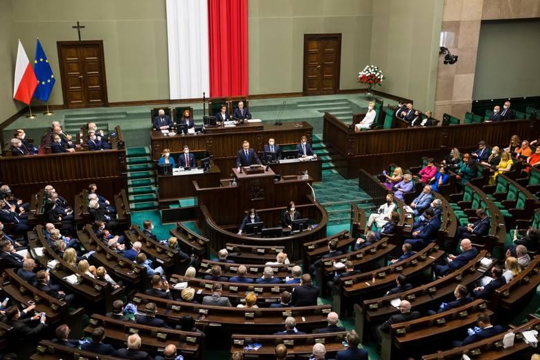 Prześwietliliśmy sprawozdania finansowe partii politycznych, które w ubiegłorocznych wyborach zdobyły mandaty do Sejmu i w Senatu.Niedawno ujawniła je