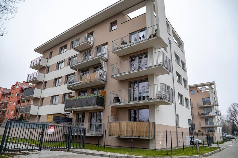 Bloki przy Kantorowickiej oraz budynki kotłowni - starej węglowej i  tymczasowej, na olej opałowy. Mieszkańcy od miesiąca mają problemy z dostawą ciepła