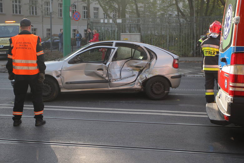 Uwaga, kierowcy jadący drogą krajową nr 10. W Przyłubiu niedaleko Solca Kujawskiego doszło do zderzenia trzech samochodów, w tym ciężarówki. Droga jest