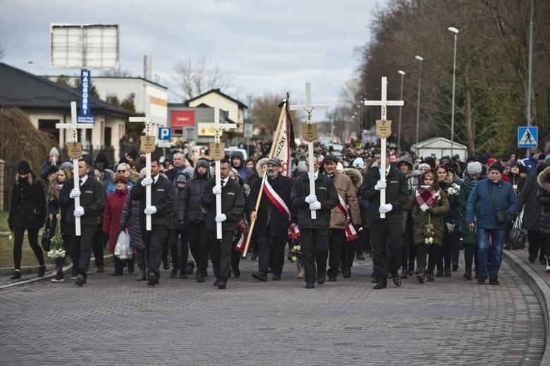 Pogrzeb nastolatek w Koszalinie. Ostatnia droga Amelii, Karoliny, Julii, Małgorzaty i Wiktorii