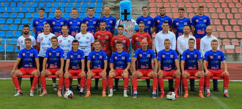 Piłkarze Wisły Sandomierz  niedzielę, 11 sierpnia, inaugurują sezon meczem przyjaźni z Siarką. Spotkanie w Tarnobrzegu rozpocznie się o godzinie 17.