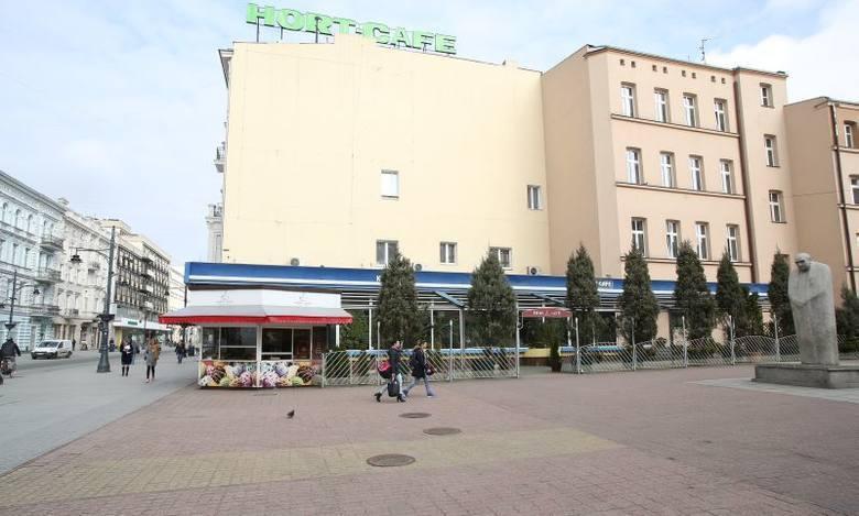 Trwa remont kultowej kawiarni na Piotrkowskiej przy pasażu Schillera – Hort Cafe, czyli dawnego Hortex-u. Tak (na zdjęciu) kawiarenka prezentowała się