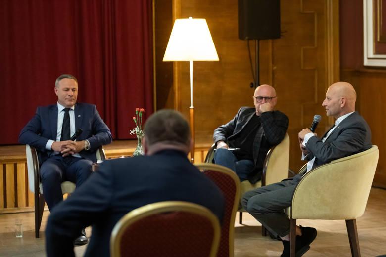 """Bydgoski Business Center Club zorganizował pierwsze spotkanie """"POROZMAWiaj o Bydgoszczy""""."""