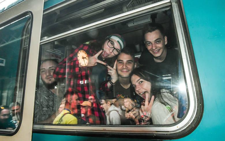 Specjalne pociągi dowożące mieszkańców regionu  na festiwal w Kostrzynie uruchomione zostały w środę przez samorząd województwa i przewoźnika Arriva.