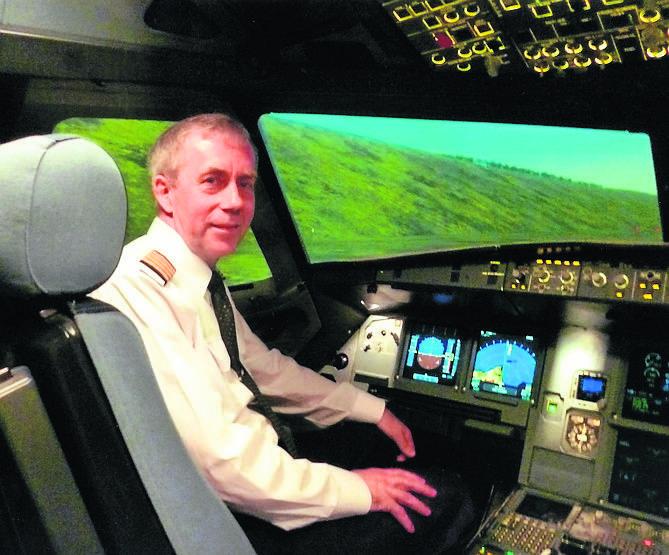 Tutaj Popławski uczestniczy w szkoleniu Lufthansy dla pasjonatów lotnictwa