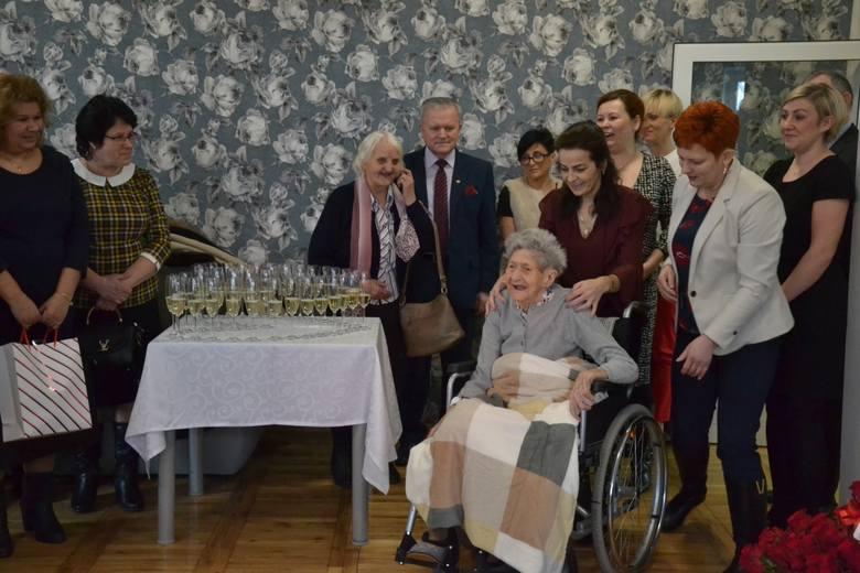 W sobotę Kazimiera Świątkowska, mieszkanka Domu Pomocy Społecznej w Nowej Wsi (gm. Wielgie), skończyła sto lat. >> Najświeższe informacje