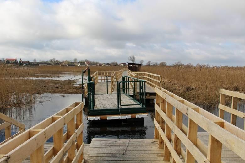 Ponadkilometrowy drewniany pomost łączący miejscowości Waniewo i Śliwno przeszedł w ubiegłym roku kapitalny remont. Było to konieczne, bo stare, spróchniałe