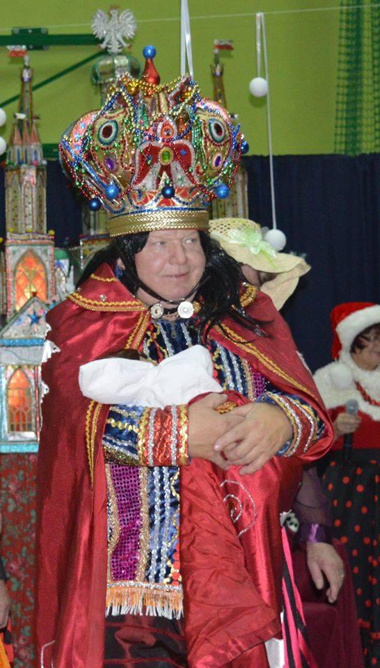 Andrzej Krzęciosz jako król Herod w widowisku modlnickiej grupy kolędniczej