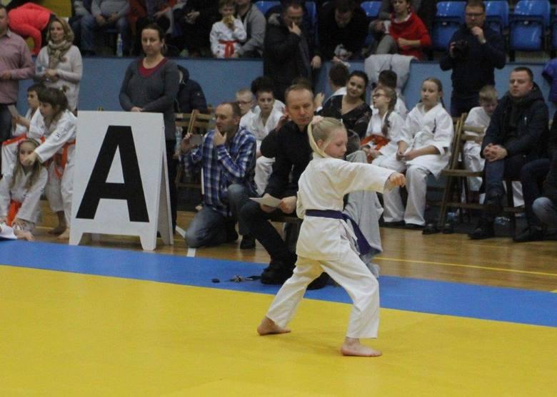Byłeś na niesamowitym mikołajkowym turnieju karate w Kielcach? Znajdź się na zdjęciach [GALERIA]