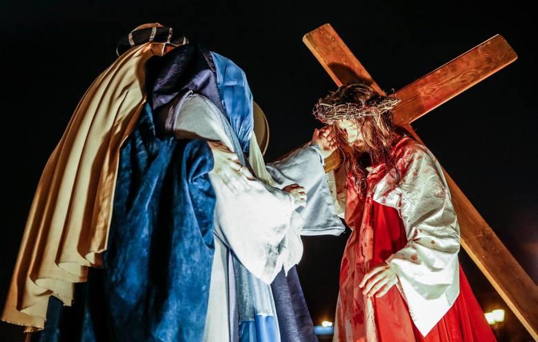 Wielki Piątek to dzień śmierci Chrystusa na krzyżu.