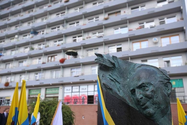 Odsłonięta w ubiegłym roku w Galerii Artystycznej rzeźba przedstawiająca Tadeusza Kijonkę