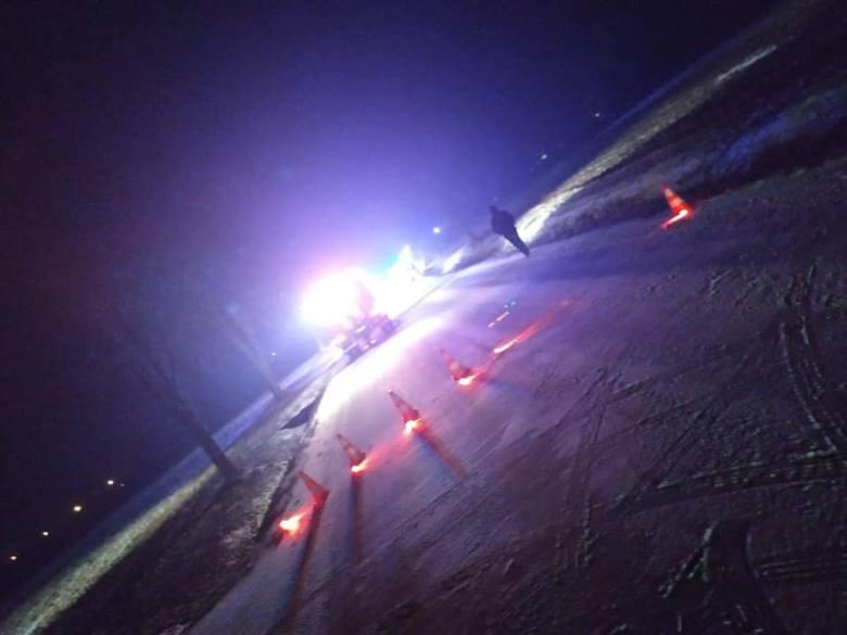 Śmiertelny wypadek w Bukowcu Opoczyńskim  wydarzył się w piątek. Ze wstępnych ustaleń policjantów wynika, że 20-letni mieszkaniec powiatu opoczyńskiego