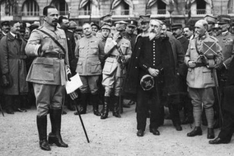 Józef Haller wśród oficerów i żołnierzy Armii Polskiej we Francji – Nancy, październik 1918 r.
