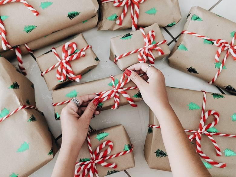 Podaruj prezenty, które nie wylądują na dnie szafy. Jakie podarunki sprawią radość i na pewno się przydadzą?
