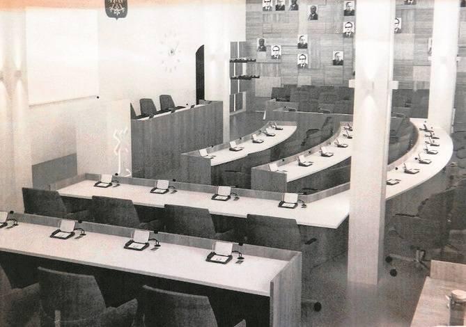 Obecnie radni oraz goście obrad sesji rady miasta, swoje posiedzenia odbywają w sali, która remont przeszła w latach  90.