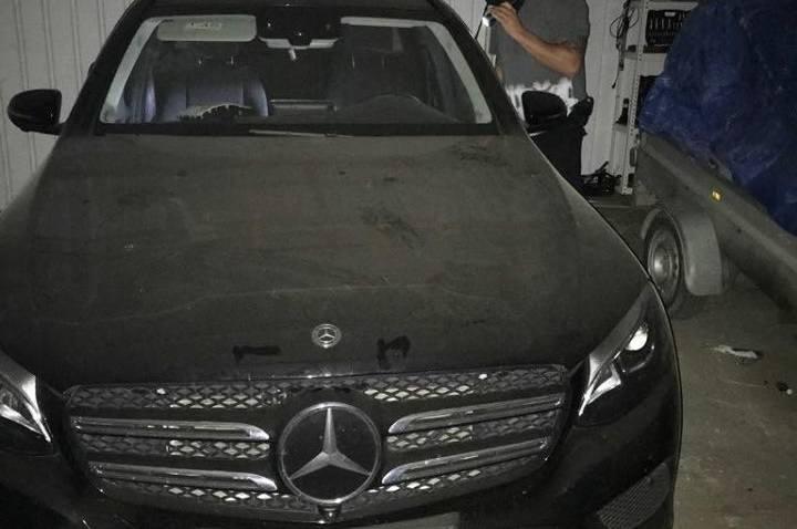 Zielonogórscy kryminalni w toku prowadzonych działań uzyskali informację, że na terenie powiatu zielonogórskiego ma być ukrywany  luksusowy mercedes,