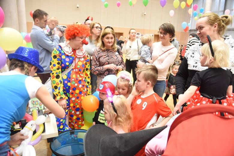 Bal charytatywny Fundacji Centrum Rodziny w Zielonej Górze - sala kolumnowa urzędu marszałkowskiego - 9 lutego 2019 roku.