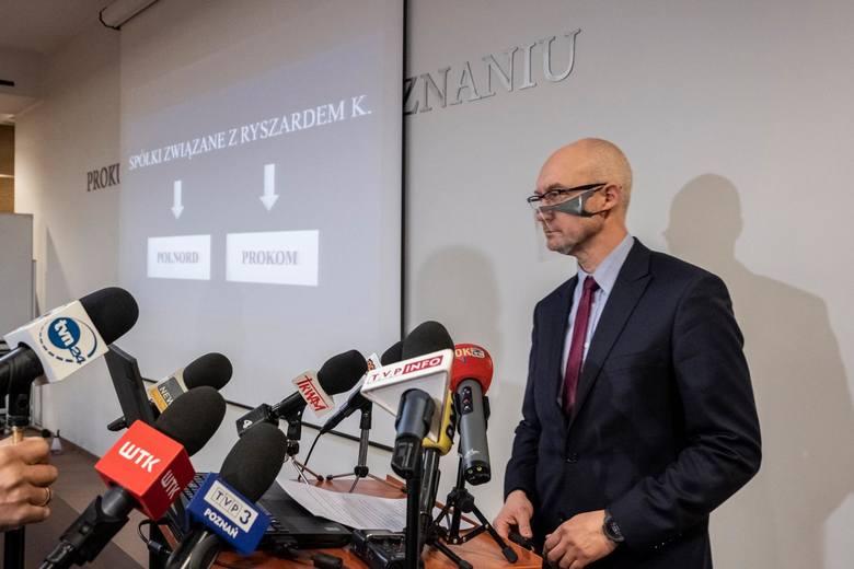 Roman Giertych ma uchylone wszystkie środki zapobiegawcze nałożone przez prokuraturę. Sąd wskazał również, że nie doszło do skutecznego przedstawienia mu zarzutów, bo w chwili przesłuchania w szpitalu nie było z nim kontaktu. Tymczasem poznańska Prokuratura Regionalna kierowana przez prokuratora...