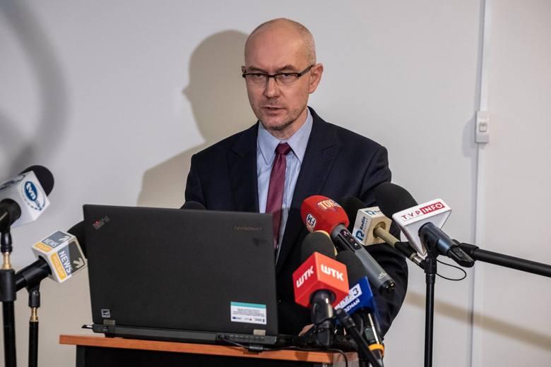 Roman Giertych ma uchylone wszystkie środki zapobiegawcze nałożone przez prokuraturę. Sąd wskazał również, że nie doszło do skutecznego przedstawienia