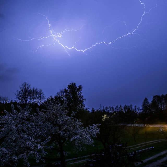 Służby kryzysowe ostrzegają przed burzami i opadami gradu w Kujawsko-Pomorskiem