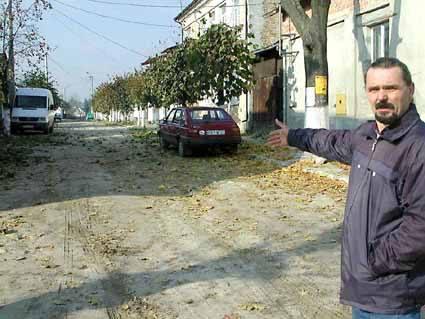 - Bierzemy sprawy w swoje ręce - mówi Zdzisław Moner. - Sami przeprowadzimy remont Kościelnej.