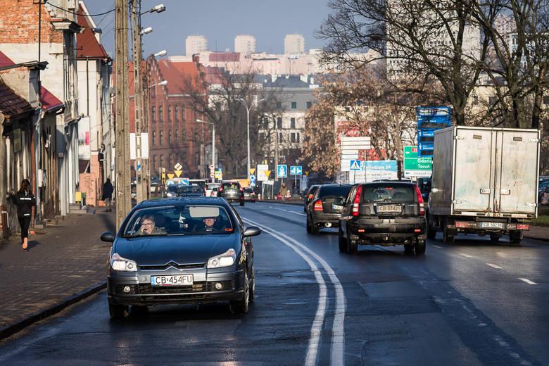Ulica Bernardyńska zostanie przebudowana na odcinku od ronda Bernardyńskiego do mostu. Po stronie wschodniej wybudowane zostaną ścieżki rowerowe i chodniki.