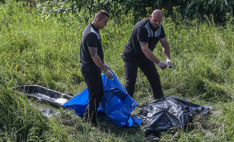 - Policjanci zabezpieczyli teren i dokonali wstępnych oględzin zwłok. Zidentyfikowali denata. To mieszkaniec Torunia urodzony w 1964 roku. Nie znaleziono