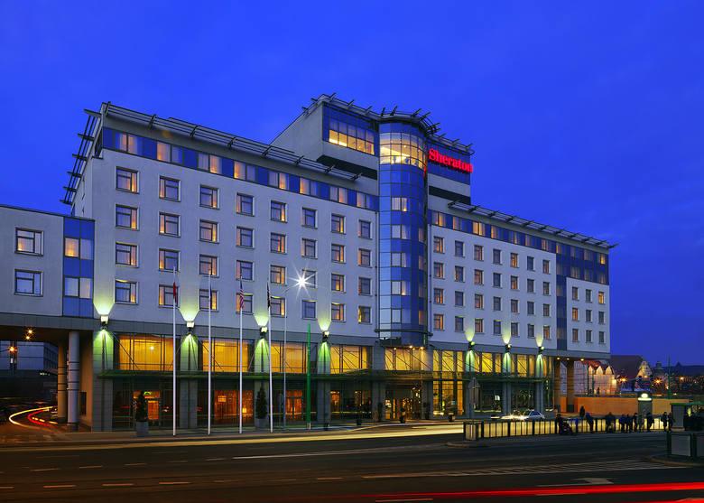 """22 listopada 2006 r. """"Głos"""" informował o otwarciu pięciogwiazdkowego hotelu Sheraton, który stanął w miejscu wyburzonego kina Bałt"""