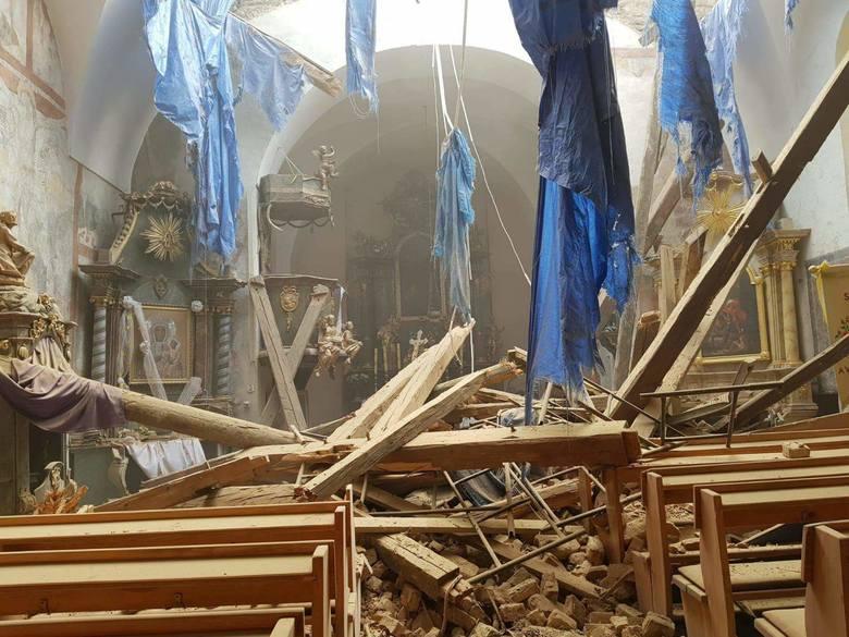 Wnętrze kościoła zaraz po katastrofie budowlanej 4 czerwca 2018.
