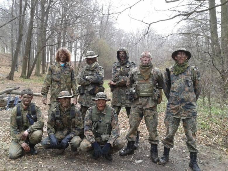 Elitarna Jednostka Wojskowa w Oleśnie składa się w tej chwili z czterech stałych członków, których dowódcą jest Paweł Wojciechowski. Grupa działała już