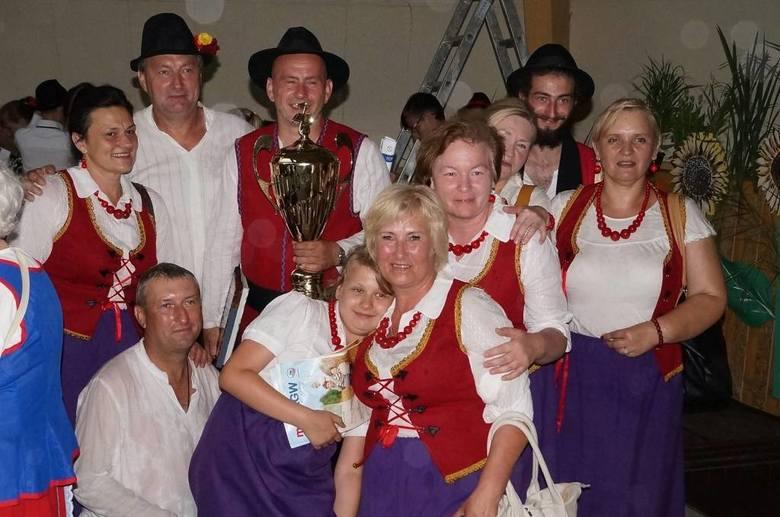 """Grand Prix VI Kujawskiego Festiwalu Pieśni Ludowej pojechało z """"Łubianiokami"""" do gminy Łubianka"""