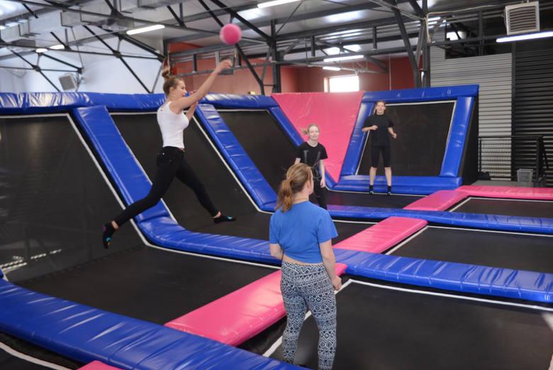 Jumpin Place, park trampolin, ul. Zygmunta Augusta 2Godziny otwarcia: codziennie od godz. 11. do 20.Z dnia na dzień przychodzi tu coraz więcej entuzjastów