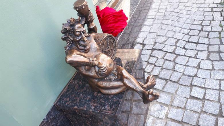 [b]Imię: Polporek Ulica: ul. Mickiewicza 7.[/b][b]Zobacz też: Odsłonięcie rzeźby Bachusika Polporka