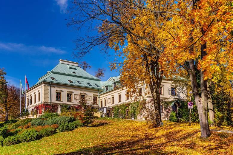 Kompleks hotelowy Manor House i Pałac Odrowążów znajduje się w Chlewiskach. To prawdziwa enklawa spokoju, hotel bez dzieci, przyjazny weganom i alergikom