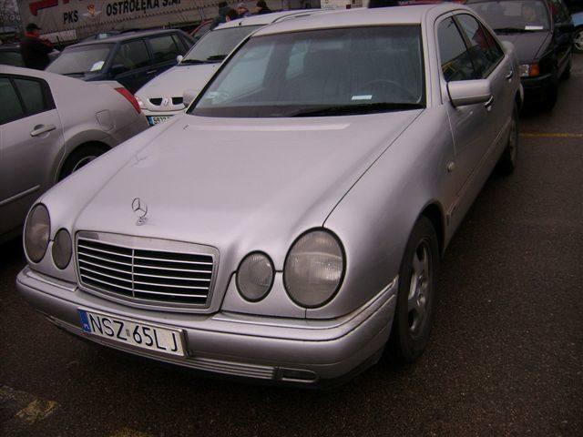 Mercedes E Klasse, 1998 r., 3,0 TD, ABS, centralny zamek, elektryczne szyby i lusterka, immobiliser, 4x airbag, tempomat, wspomaganie kierownicy, 22