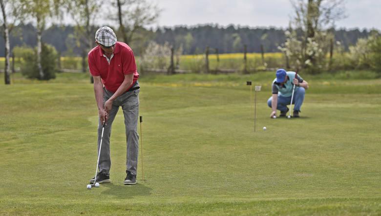 Kalinowe Pola koło Niesulic zapełniły się uczestnikami Amwin Golf Cup. – Udział wzięli ludzie z różnych krajów Europy – mówi Przemysław Jankiewicz z