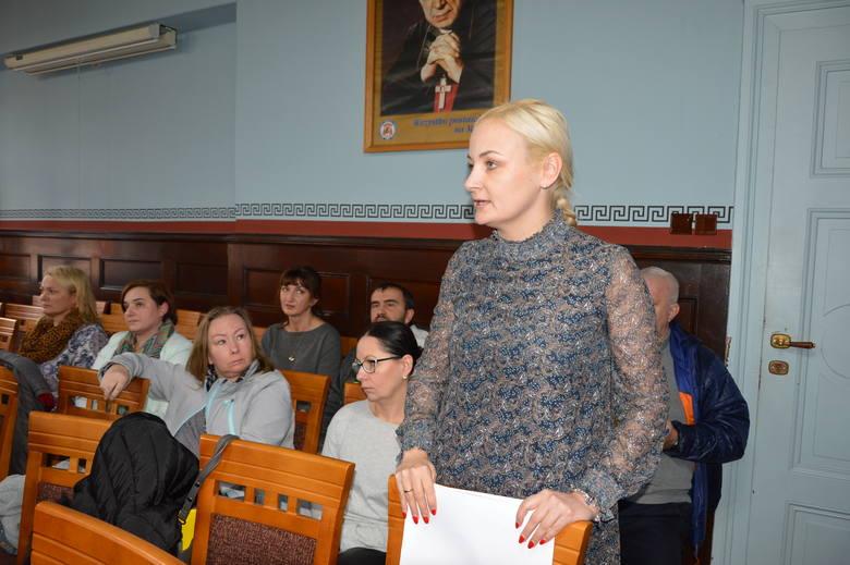 Maria Łaskarzewska przyszła na piątkową  sesję rady miejskiej w Lubsku z całą załogą.