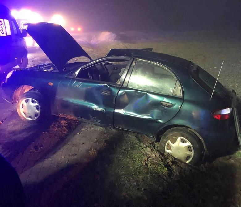 W czwartek nad ranem w miejscowości Trzemiętówko (pow. bydgoski, gm. Sicienko) doszło do wypadku. Samochód osobowy marki lanos daewoo wypadł z drogi.