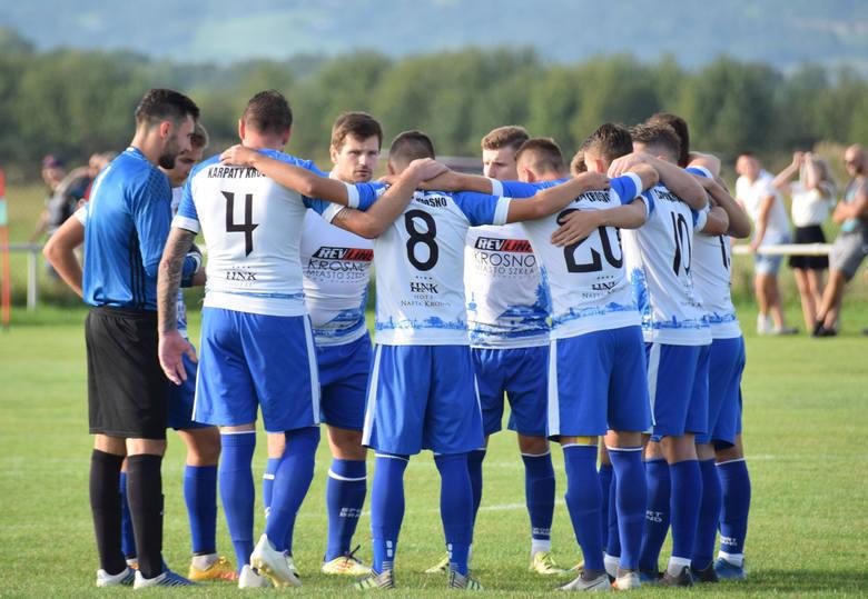 Zwycięski gol dla Karpat Krosno w doliczonym czasie meczu z Sokołem Kolbuszowa Dolna