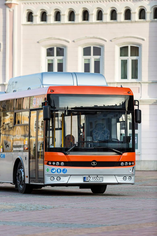 Autosan 12 LF CNG to autobus zasilany sprężonym gazem ziemnym. Jest pojazdem niskopodłogowym, przystosowanym do przewozu osób niepełnosprawnych.