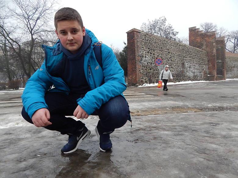 Chodnik na ul. Hawelańskiej był wczoraj jednym z najbardziej nie-bezpiecznych w Gorzowie. Spotkaliśmy tu Patryka Kraczkowskiego.