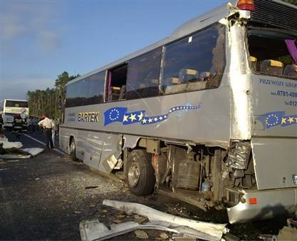 Kolizja autobusu kolonijnego z tirem