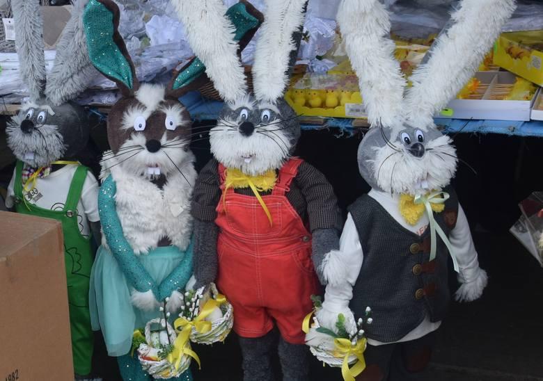 Dużo handlujących, sporo kupujących i świąteczny nastrój na targowisku miejskim 20 marca w Szydłowcu. ZOBACZ ZDJĘCIA>>>