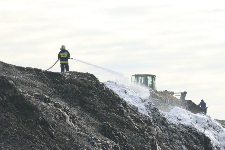 Pożar na wysypisku śmieci w Opolu.