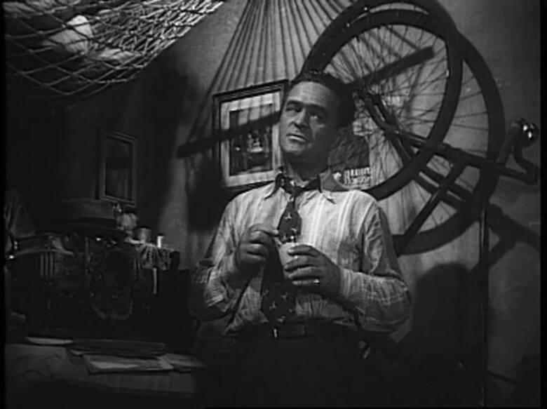 <strong>Skarb 1948  </strong><br /> <br /> Leszek Wronko:[i] Mistrzem żartów na planie filmowym był przedwojenny aktor Adolf Dymsza. Uwielbiał przeszkadzać aktorom w pracy. Gdy kręcono scenę dialogu, robił głupią minę i pokazywał język. Niewielu artystów potrafiło zachować powagę, co psuło całe ujęcie....