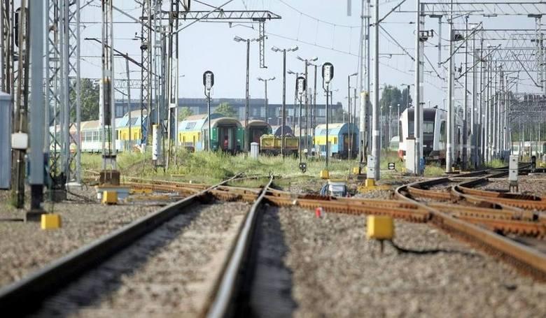 Urząd Transportu Kolejowego przedstawił statystyki punktualności pociągów w drugim kwartale. Wskaźnik punktualności wyniósł 88,21 proc., czyli co ósmy
