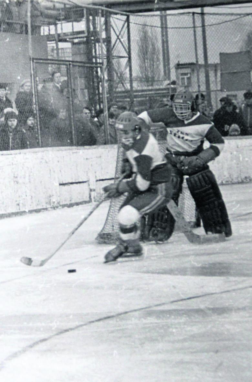 Zimą dzieciaki chodziły na hokejowe mecze...