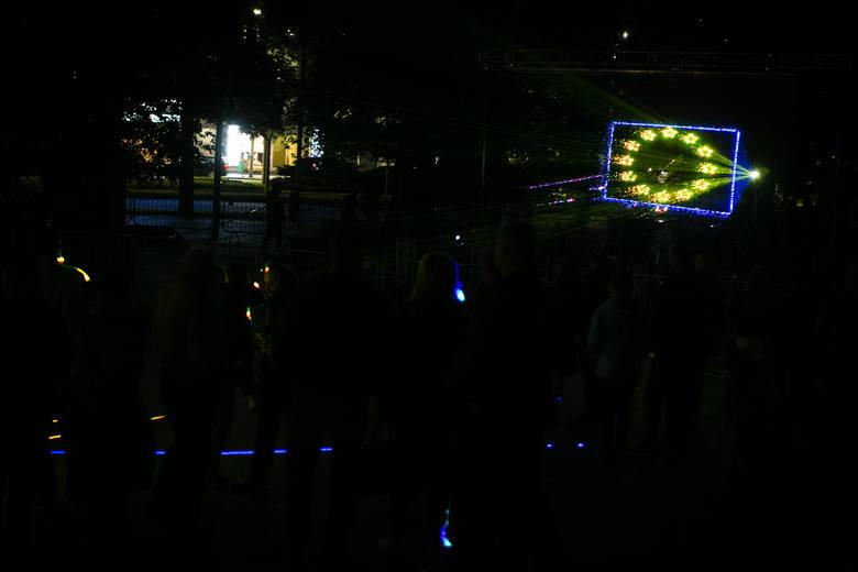 Piknik na pl. Solidarności. Nocny pokaz laserowy [ZDJĘCIA]
