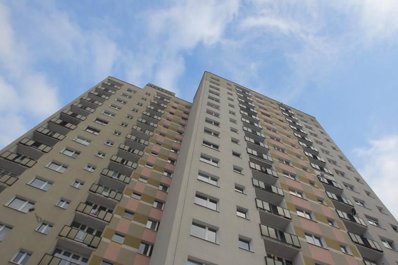Potocznie uważa się, że ceny mieszkań z wielkiej płyty są o wiele niższe niż w budynkach z cegły. Czy tak jest rzeczywiście? Zobaczcie ceny mieszkań